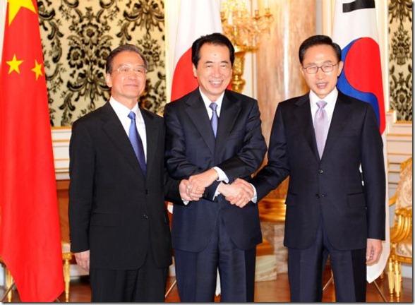 Tokyo_Summit_May_2011_China_Wen_Jiabao_(L),_Japanese_Prime_Minister_Naoto_Kan_(C)_and_South_Korean_President_Lee_Myung-bak