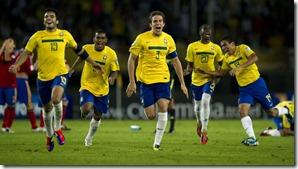 jogadores-da-selecao-brasileira-correm-para-comemorar-classificacao-as-semifinais-do-mundial-sub-20-1313374766746_1920x1080