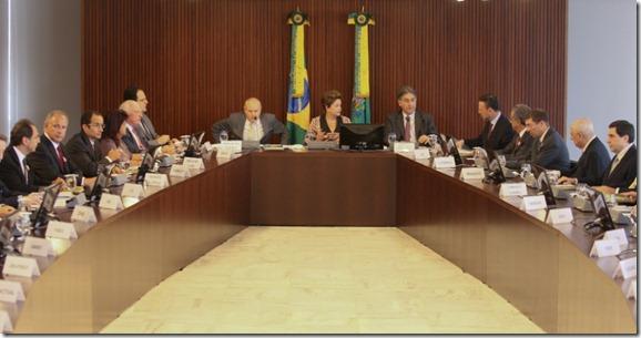 presidente-dilma-rousseff-participa-no-palacio-do-planalto-em-brasilia-de-reuniao-com-ministros-e-empresarios-1332429353780_956x500
