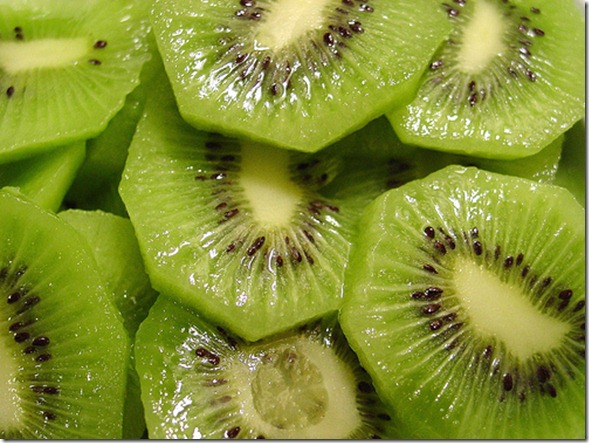 Shrink_Pores_Naturally_With_Kiwi_Fruit_(2)