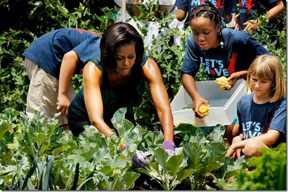 michelle-obama-gardening-with-kids