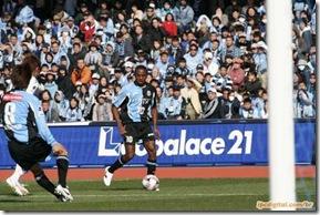 O jogador Juninho, que atua no futebol japonês