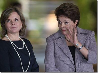 Na-foto-a-presidente-Dilma-Rousseff-acompanhada-por-Gleisi-HoffmannFoto-Andre-CoelhoO-Globo