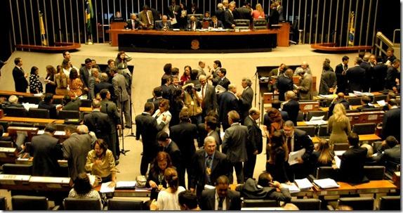 ssao-de-votacao-da-distribuicao-dos-recursos-dos-royalties-do-petroleo-na-camara-dos-deputados-em-brasilia-df-nesta-terca-feira-1352242124803_956x500