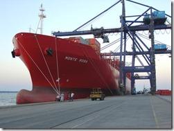Em 2011, o Porto do Pecém deve fechar o ano com a movimentação de 3,8 milhões de toneladas de mercadorias. Os portos de Paranaguá e Antonina, até hoje, já movimentaram 37 milhões de toneladas de mercadorias, devendo ultrapassar o volume registrado em 2010, que foi de 38 milhões de toneladas.  Foto: Arquivo APPA
